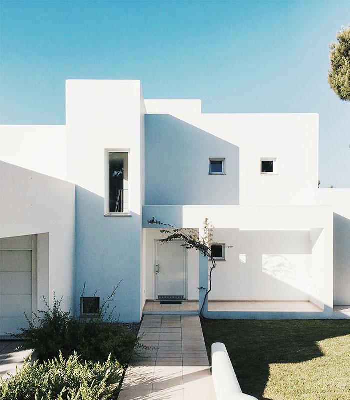 White stucco house represents Arizona real estate